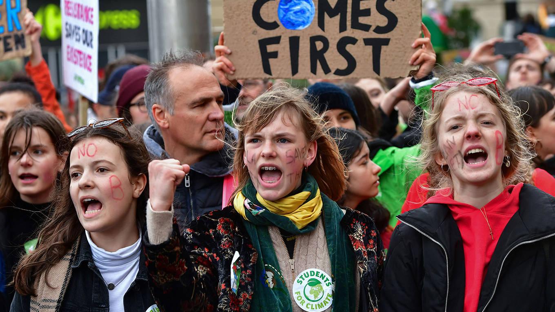 thunberg1_EMMANUEL DUNANDAFP via Getty Images_climateprotestkids