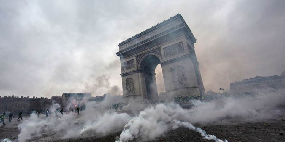 yellow vests arc de triomphe