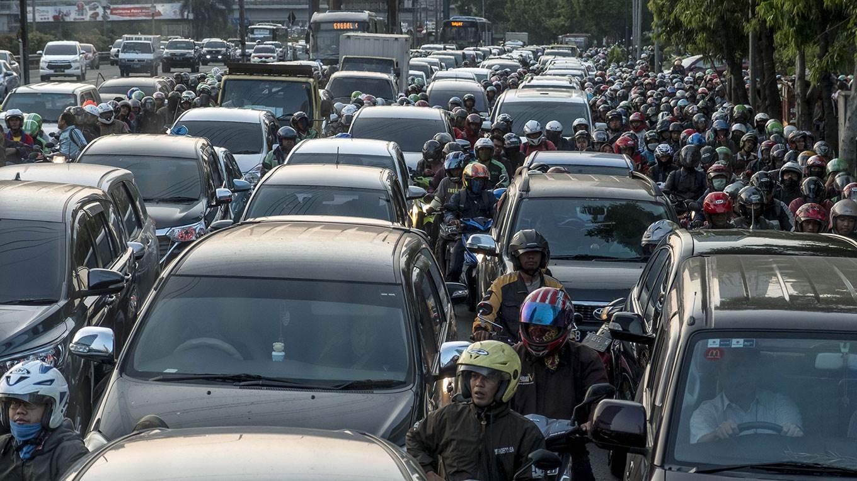 Impressive traffic jams of megacities 36