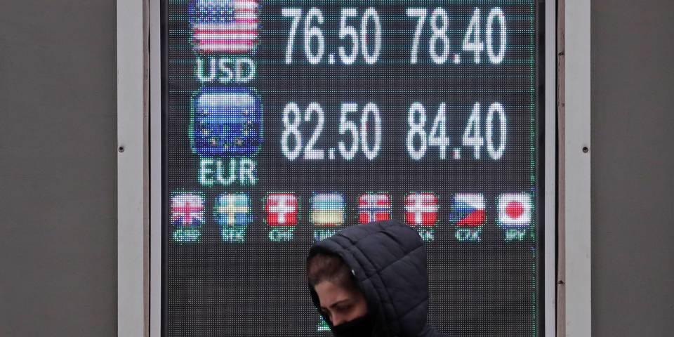 Наблюдая упадок доллара