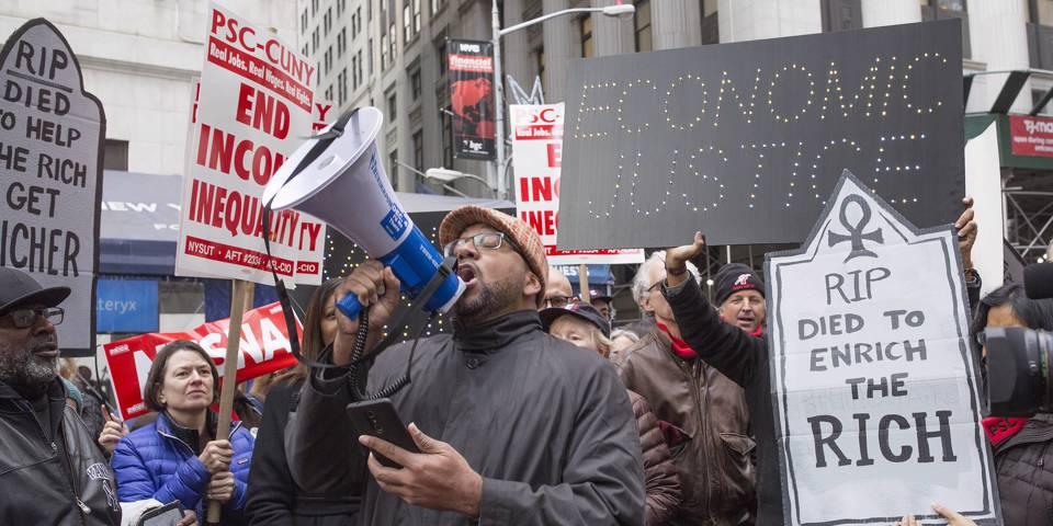 roubini141_Andrew Lichtenstein Corbis via Getty Images_UStaxprotestwallstreet