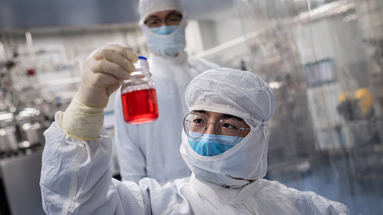 solana116_NICOLAS ASFOURIAFP via Getty Images_coronavirusscientistvaccine