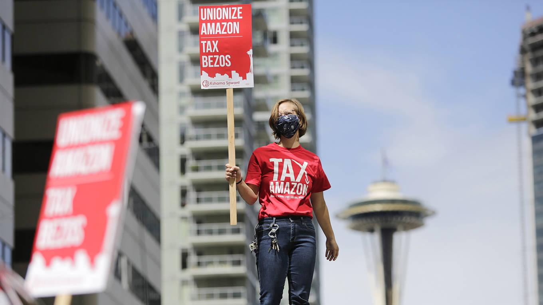 stiglitz291_JASON REDMONDAFP via Getty Images_amazontaxprotest