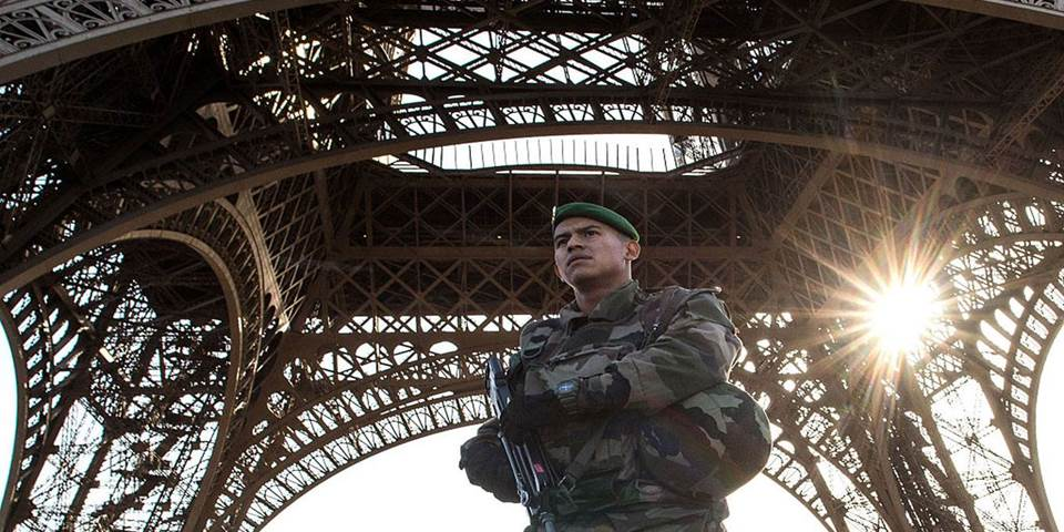 soldier eiffel tower