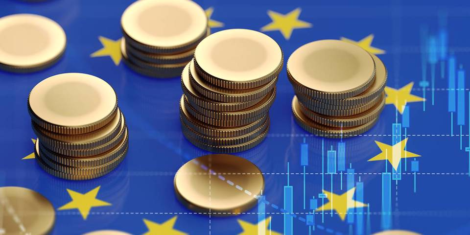 gros126_MicroStockHub_getty images_eu flag coins