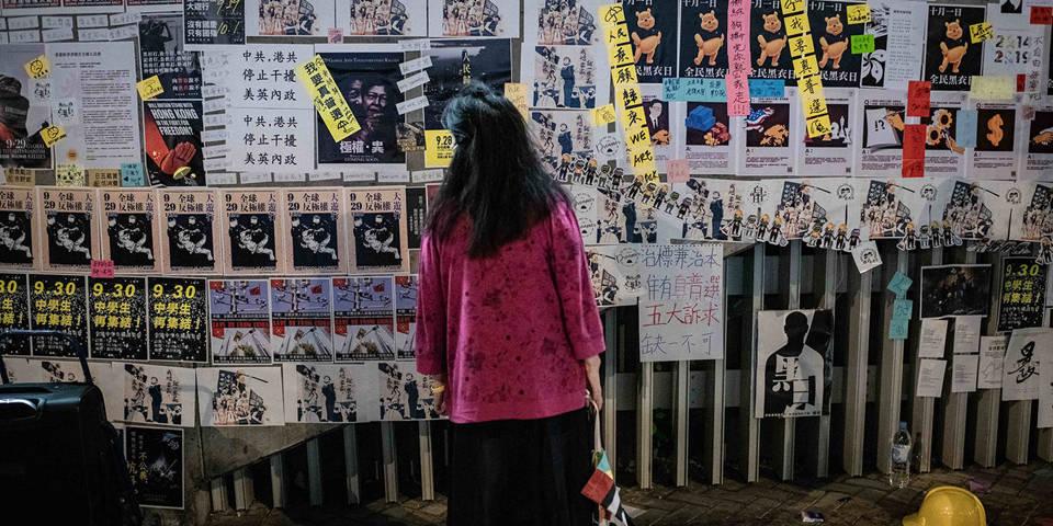 spence120_IvanAbreuSOPAImagesLightRocketviaGettyImages_womanprotestposters
