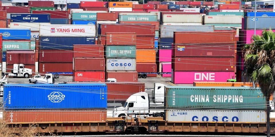 Почему Байдену следует отказаться от неудачной торговой войны Трампа с Китаем