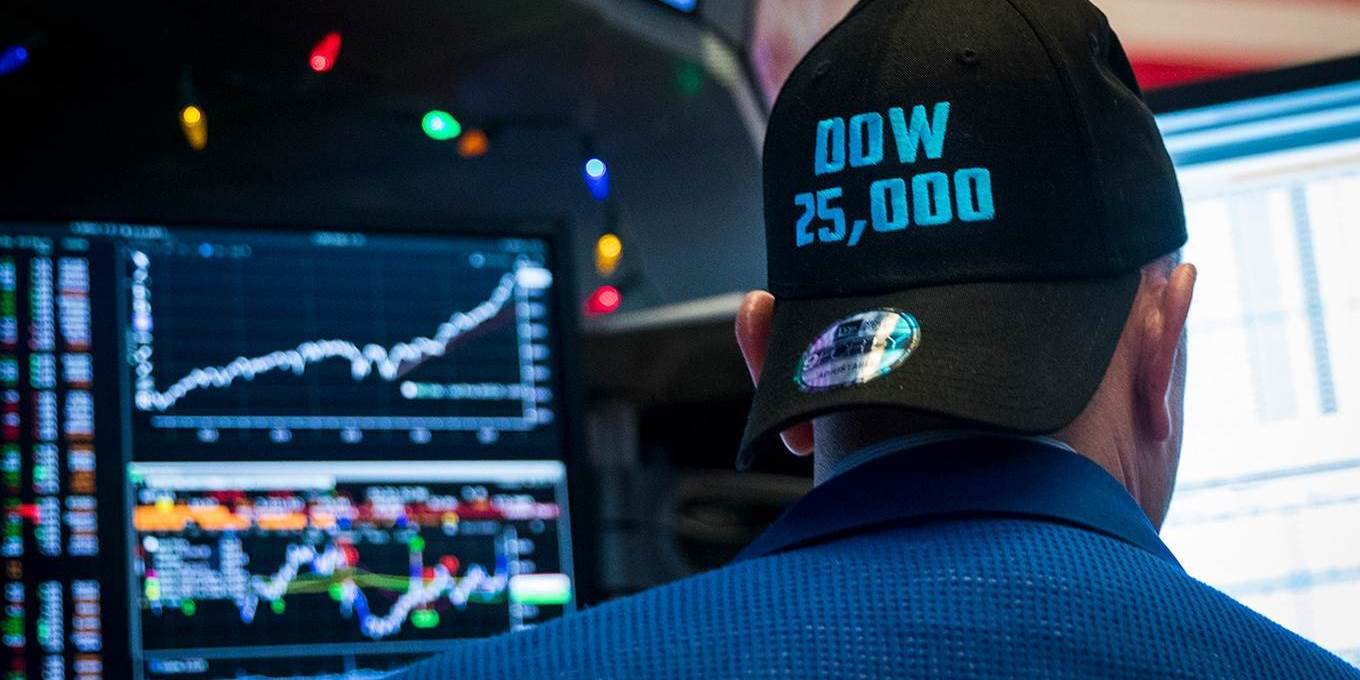 A trader wearing a 'Dow 25,000' hat