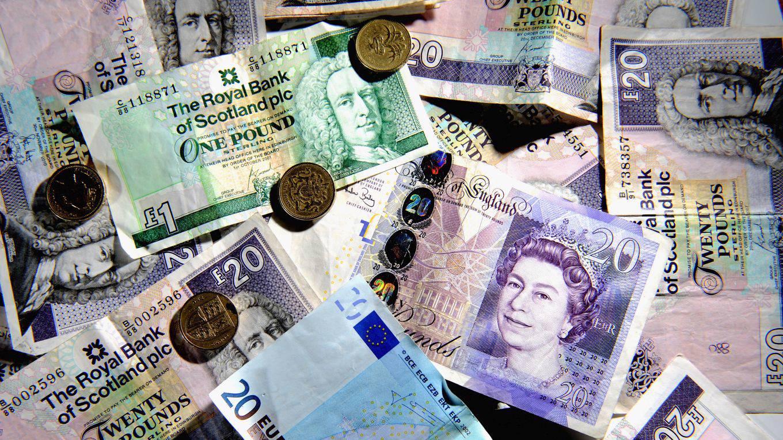 eichengreen146_Jeff J MitchellGetty Images_scottish pounds