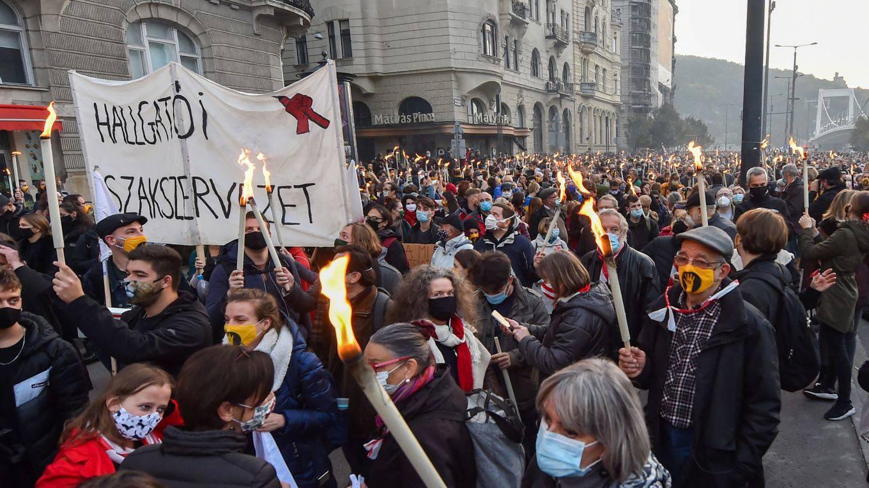 matei1_ATTILA KISBENEDEKAFP via Getty Images_hungary student protest